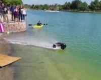 Carrinho de controle remoto é tão rápido que até anda na superfície da água