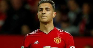 Manchester United coloca sexteto à disposição para venda