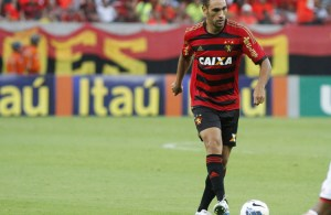 09/11/2014. Credito: Ricardo Fernandes/DP/D.A Press. Jogo entre Sport X Flamengo/RJ, pelo Campeonato Brasileiro da serie A, na Arena Penambuco, em Sao Lourenco da Mata. Na foto, o volante Rodrigo Mancha (Sport).
