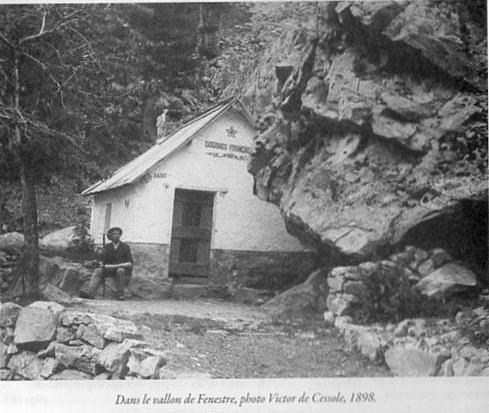 Franse grenspost omstreeks 1898 in de Vallon de Fenestre, net voor de klim naar de Col de Fenestre. Grenspost waar in vroegere tijden ook de zoutroute voorbij kwam.