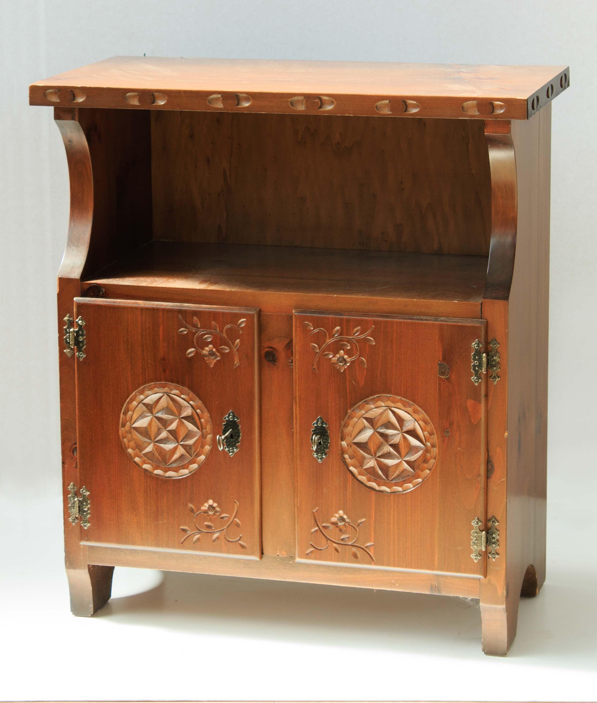mobiletto legno sala stile valdostano tornito vintage