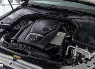 Đánh giá Mercedes C300 AMG 2018 về thiết kế nội thất
