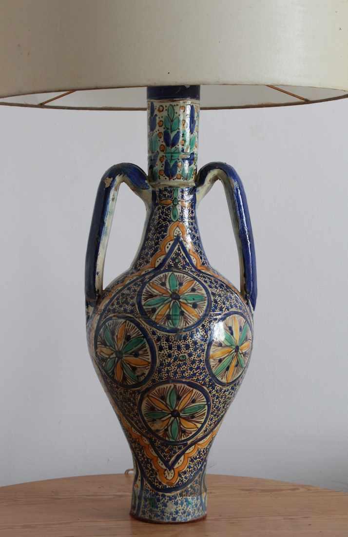Pie de lámpara marroquí.