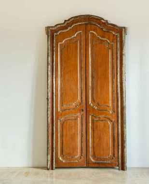Puerta aragonesa pintada