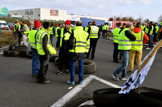 rond- point et gilets jaunes.