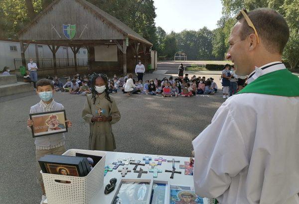 Bénédiction des portraits de Saint et des Croix de chaque classe