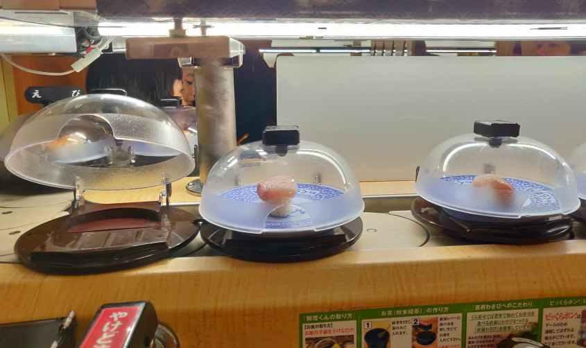 Kura Sushi Namba Motomachi à Osaka : des sushis à seulement 100 yens