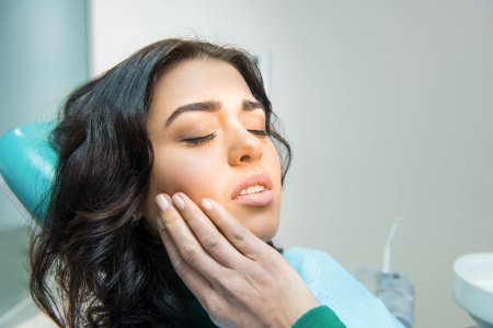 woman experiencing a tooth ache