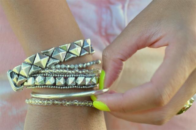 mercredie-blog-mode-rock-stud-studs-bijoux-bracelet-vintage-clous-neon-fluo-nail-polish-vernis