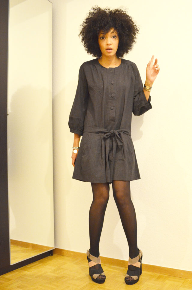 mercredie-blog-mode-look-outfit-style-h&m-sandales-compensees-robe-grise-pineapple-galeries-lafayette-2