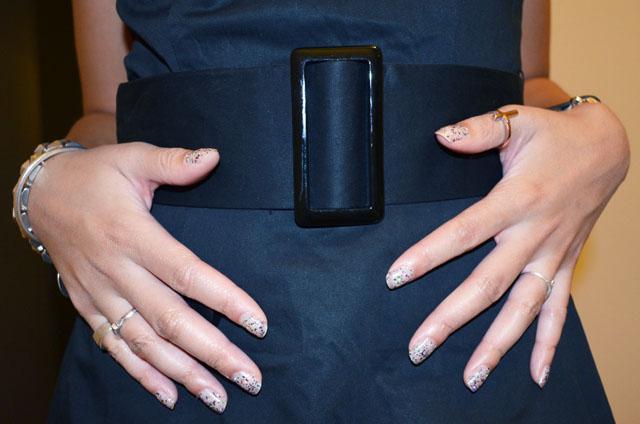 mercredie-blog-mode-robe-noire-h&m-vernis-glitter-paillettes-nail-polish-art