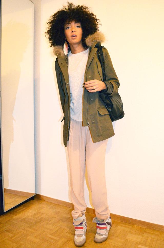 mercredie-blog-mode-afro-hair-natural-cheveux-nappy-style-look-pantalon-ample-mango-t-shirt-clous-studded-blouson-cuir-bel-air-sneakers-isabel-marant-bois-de-rose-parka-maje-hariboz-kaki-fourrure-sac-miss-coquines-ersatz-vanessa-bruno