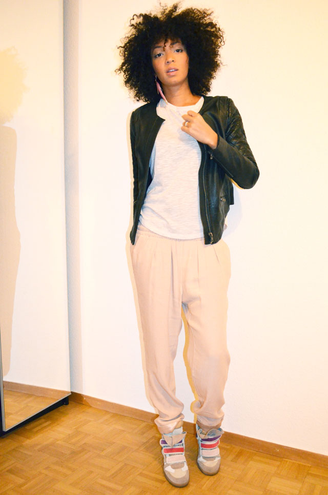 mercredie-blog-mode-afro-hair-natural-cheveux-nappy-style-look-pantalon-ample-mango-t-shirt-clous-studded-blouson-cuir-bel-air-sneakers-isabel-marant-bois-de-rose