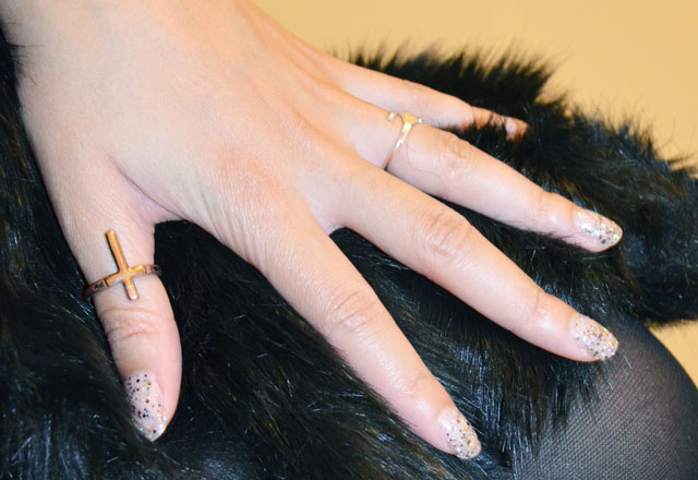 mercredie-blog-mode-bague-croix-topshop-gants-asos-fourrure