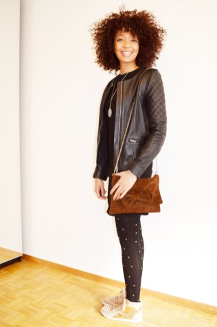 mercredie-blog-mode-beaute-geneve-collants-clous-cloutes-studded-tights-sneakers-sequins-beige-afro-hair-nappy-cheveux-frises