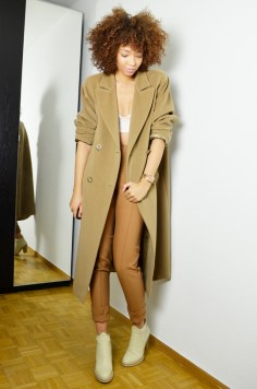 mercredie-blog-mode-geneve-suisse-blogueuse-mode-bottines-acne-beige-vanilla-star-hm-manteau-coat-oversized-camel-maxmara-crop-top-afro-hair-nappy-natural-marc-by-marc-jacobs