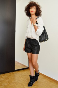 mercredie-blog-mode-geneve-suisse-chemise-blanche-short-cuir-hm-isabel-marant-beckett-black6
