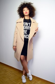 mercredie-blog-mode-geneve-sweat-shirt-sheinside-dont-worry-be-yonce-beyonce-curly-afro-natural-curls-hair-stan-smith-adidas-echarpe-hm-manteau-oversized-boyfriend-camel-coat-beige-fiamma-stella-mc-cartney3