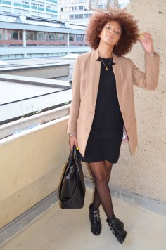 mercredie-blog-mode-look-lookbook-manteau-officier-hm-petite-robe-noire-boots-office-suzanna