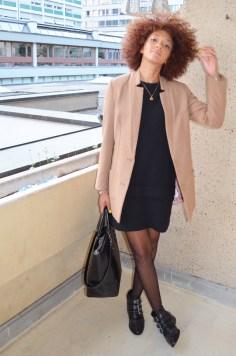 mercredie-blog-mode-look-lookbook-manteau-officier-hm-petite-robe-noire-boots-office-suzanna