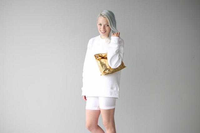 ivania-carpio-love-aesthetics-gold-clutch-mercredie-blog-mode