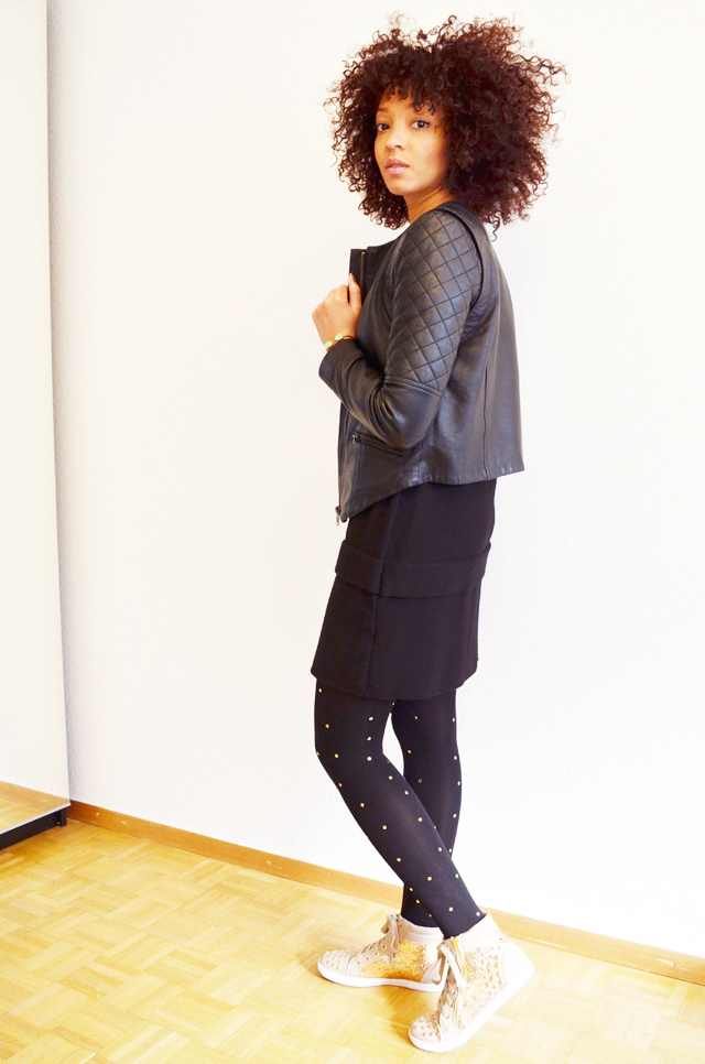 mercredie-blog-mode-beaute-geneve-collants-clous-cloutes-studded-tights-sneakers-sequins-beige-afro-hair-nappy-cheveux-frises-5