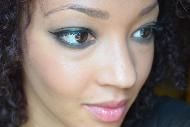mercredie-blog-mode-beaute-maquillage-tuto-makeup-smoky-master-maybelline-black-waterline-result-side