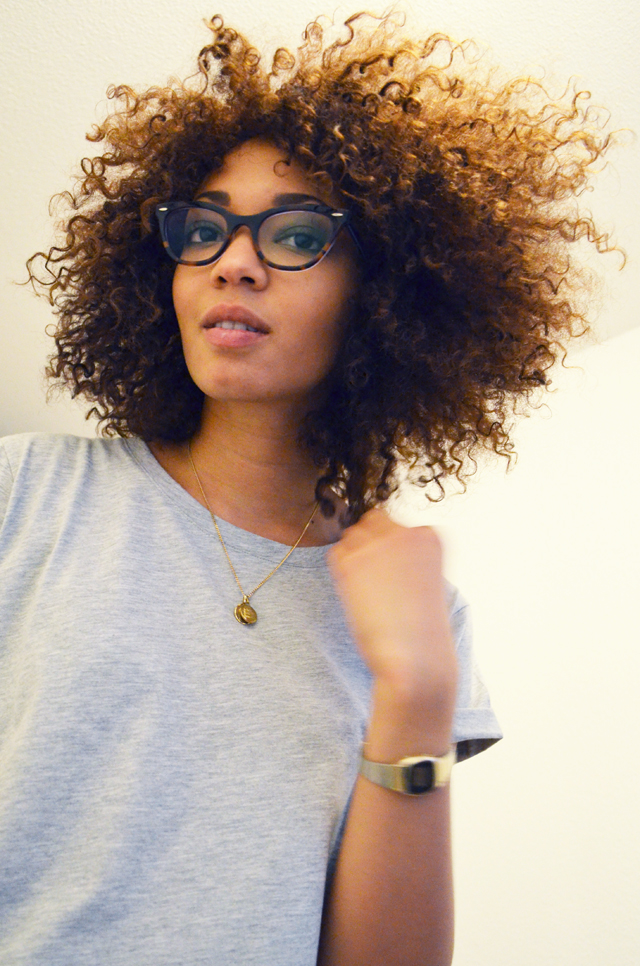mercredie-blog-mode-geneve-suisse-lunettes-rayban-5226-cateye-easylunettes-asos-tshirt-boyfriend-grey-casio-vintage-watch-afro-hair-cheveux-frises-nappy