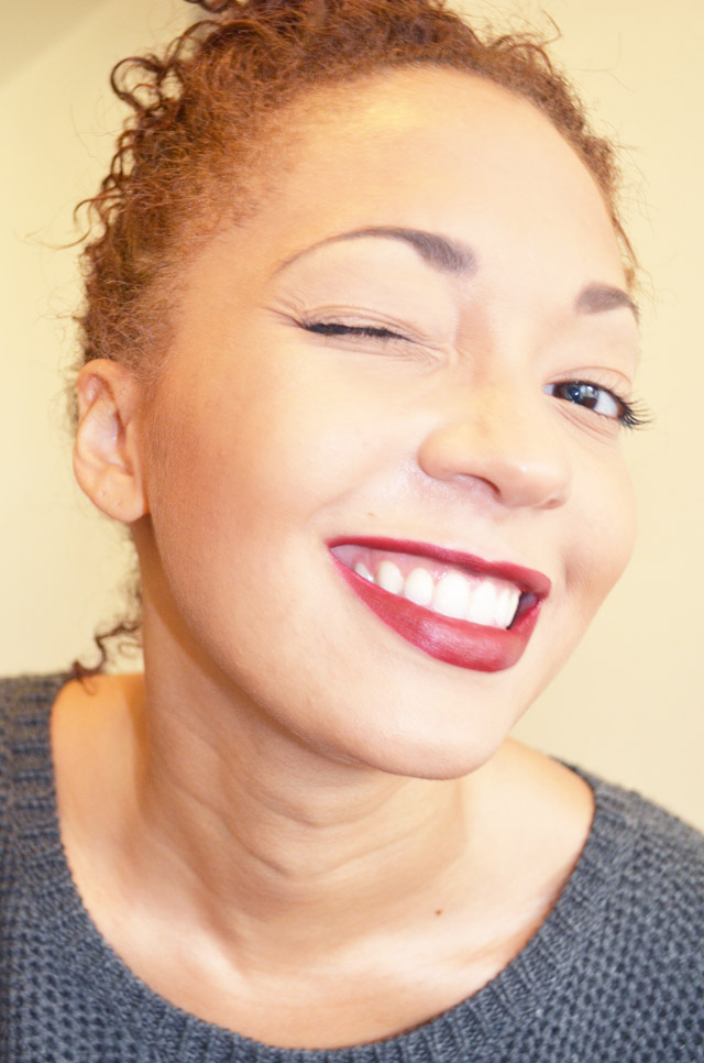 mercredie-blog-mode-beaute-mac-lipstick-rouge-levres-diva-fonce-contouring-afro-bun-curly-hair-smile
