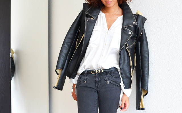 mercredie-blog-mode-geneve-suisse-blogueuse-bloggeuse-jean-biker-zara-gris-zip-maison-martin-margiela-leather-jacket-mmm-h&m-2012-chemise-blanche-white-shirt