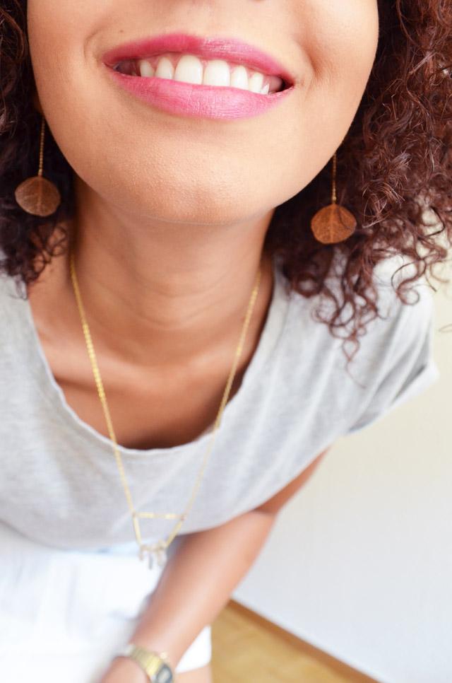 mercredie-blog-mode-geneve-t-shirt-boyfriend-asos-gris-afro-hair-cheveux-naturels-nappy-boucles-collier-cristaux