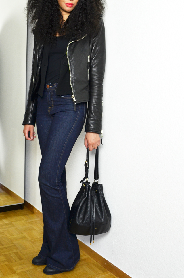 mercredie-blog-mode-geneve-jean-flare-jbrand-jeans-balenciaga-biker-jacket-perfecto-kurly-klips-shoulder-my-spirals-acne-pistol-boots-sac-seau-apc-cuir-nir