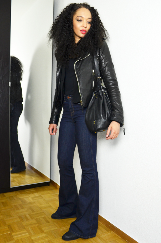 mercredie-blog-mode-geneve-jean-flare-jbrand-jeans-balenciaga-biker-jacket-perfecto-kurly-klips-shoulder-my-spirals-acne-pistol-boots-sac-seau-apc-cuir-nir2