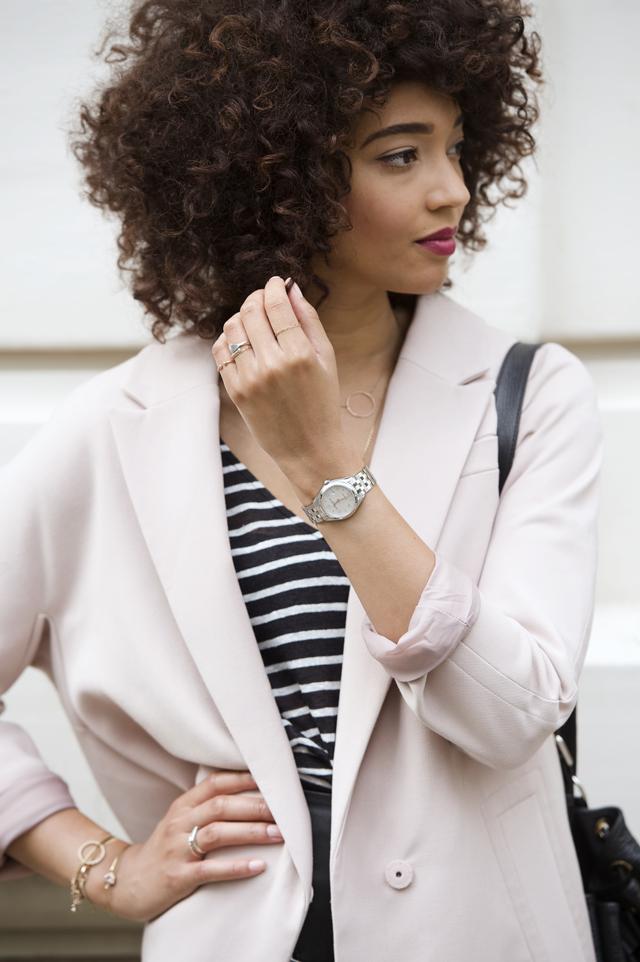 geneve-montre-femina-manteau-rose-oversized-mariniere-cheveux-frises-jupe-cuir-hm-escarpins-beige-nude-louboutin-pigalle-10cm2