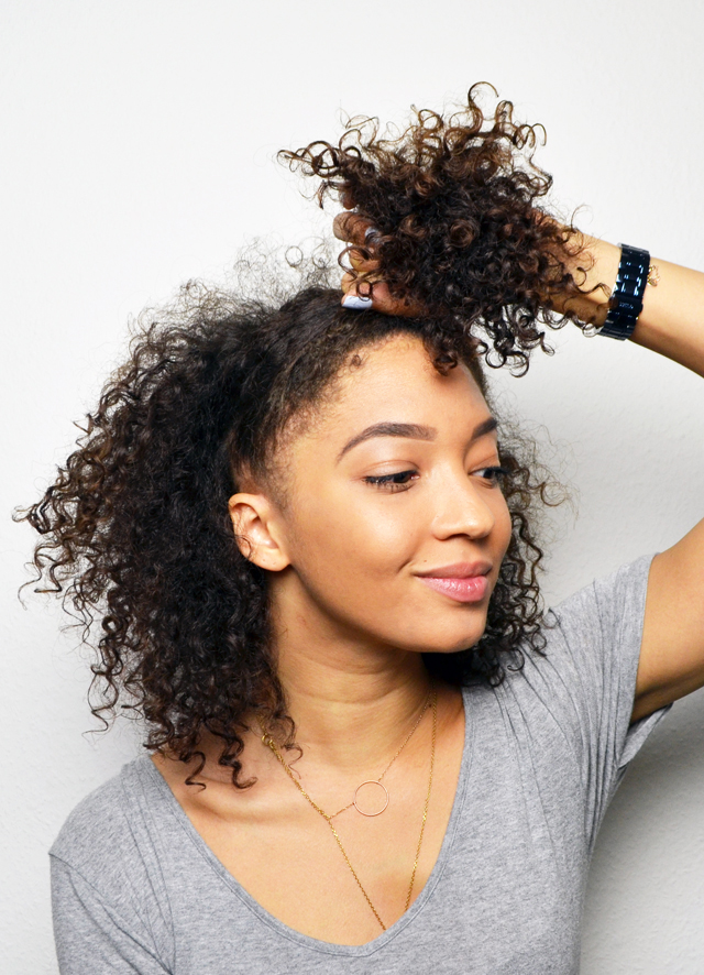 mercredie-blog-beaute-cheveux-frises-boucles-conserver-nuit-dormir-proteger-coiffure-ananas-pineapple-astuce-nappy-afro-hair-natural2