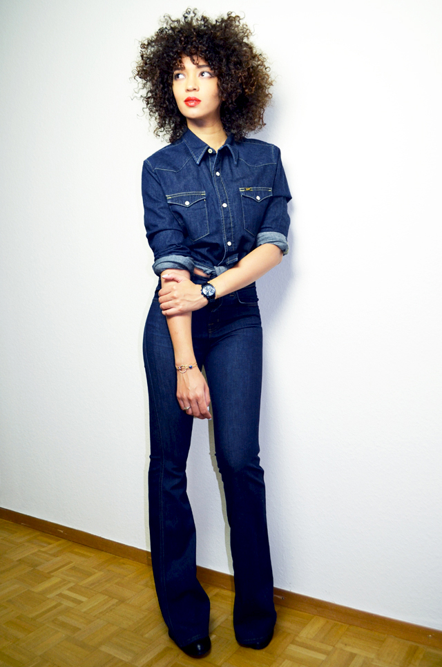 mercredie-blog-mode-guess-instant-bleu-montre-W0448L5-denim-total-look-lee-j-brand-dumbell-afro-hair-natural-nappy-curls-curly-cheveux-frises-boucles3