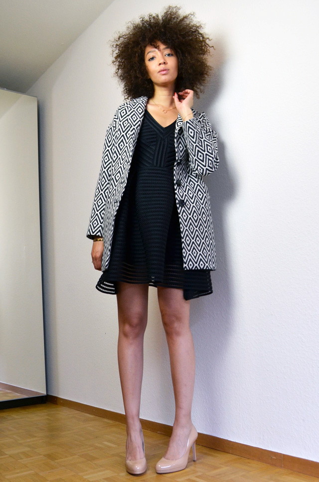 mercredie-blog-mode-robe-rayure-noire-maje-black-sledge-kate-middleton-nude-pumps-lk-bennett-manteau-veste-boyfriend-la-redoute-soft-grey-jaquard-pochette-afro-natural-hair-curly-curls