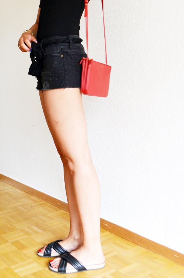 mercredie-blog-mode-geneve-suisse-body-noir-decollete-echancre-dos-afro-hair-naturels-cheveux-celine-trio-bag-red-rouge-ceinture-elbe-isabel-marant-holden-dunemercredie-blog-mode-geneve-suisse-body-noir-decollete-echancre-dos-afro-hair-naturels-cheveux-celine-trio-bag-red-rouge-ceinture-elbe-isabel-marant-holden-dune