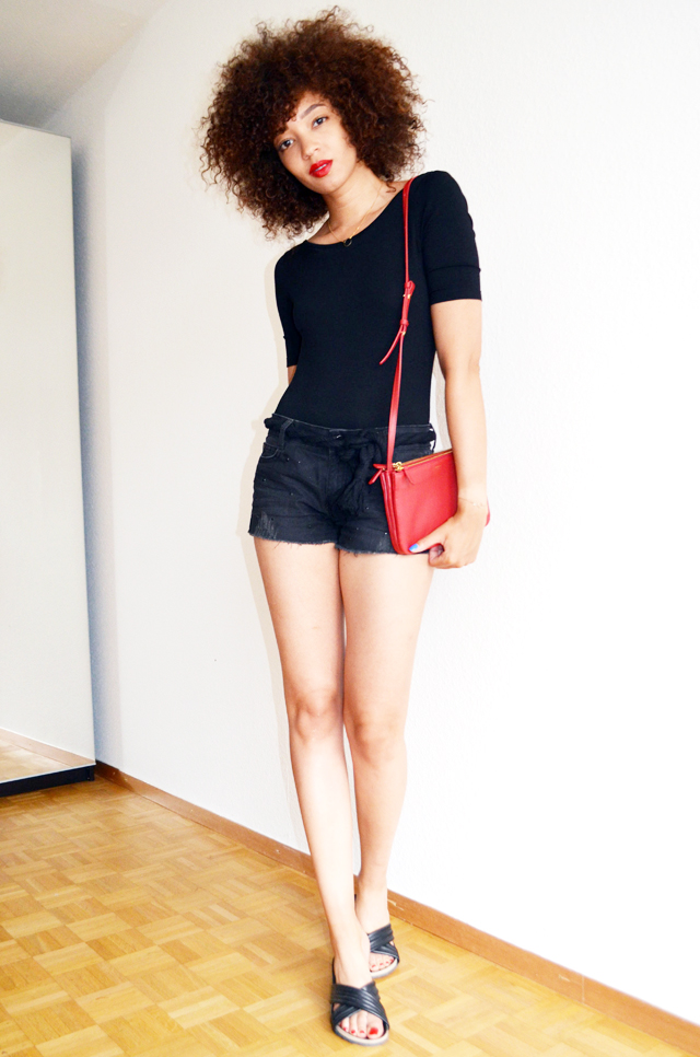mercredie-blog-mode-geneve-suisse-body-noir-decollete-echancre-dos-afro-hair-naturels-cheveux-celine-trio-bag-red-rouge-ceinture-elbe-isabel-marant-holden-dune4