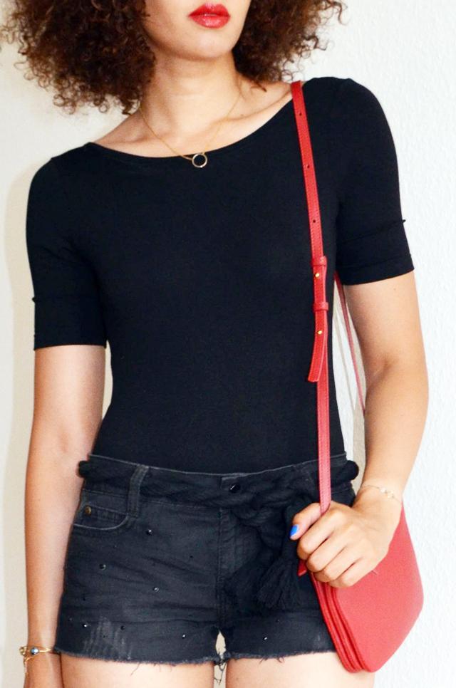 mercredie-blog-mode-geneve-suisse-body-noir-decollete-echancre-dos-afro-hair-naturels-cheveux-celine-trio-bag-red-rouge2