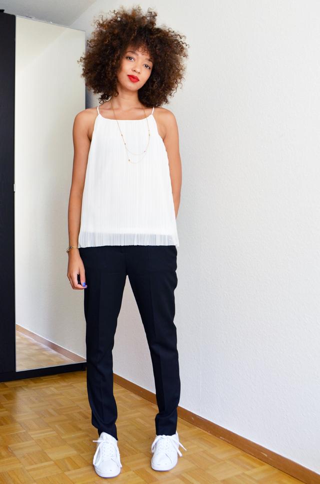 mercredie-blog-mode-geneve-suisse-costume-intemporel-noir-veste-pantalon-the-kooples-stan-smith-adidas-curly-hair-nappy-cheveux-afro-frises-naturels-collier-apoi-jardins-babylone2