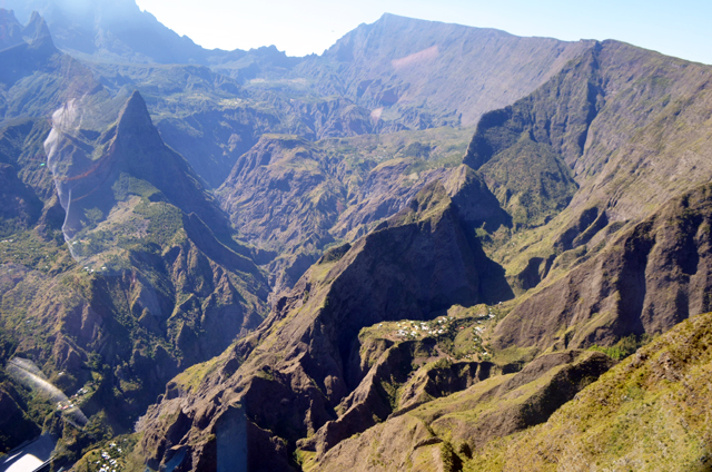 mercredie-blog-mode-voyage-la-reunion-avis-guide-tourisme-montagne-plage-volcan-piton-de-la-fournaise-cascade-helicoptere-helilagon-avis