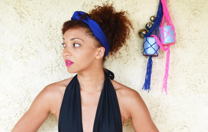 mercredie-blog-mode-vacances-st-tropez-capitou-maillot-de-bain-une-piece-nasty-gal-bandeau-turban-bleu-short-cuir1