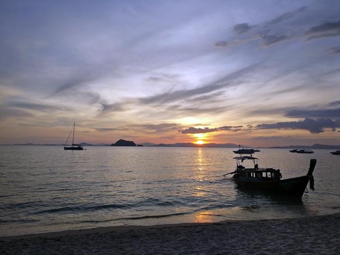 mercredie-blog-mode-thailande-travel-bloggeuse-voyage-piscine-santhiya-Koh-Phangan-Resort-Spa-koh-yao-yai-chambre-deluxe-room-restaurant