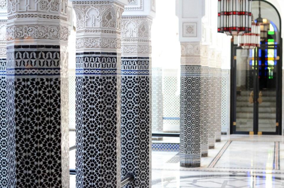 8-mercredie-blog-mode-geneve-suisse-blogueuse-bloggeuse-geneva-swiss-maroc-marocco-trip-marrakech-marrakesh-palais-bahia-cour-mozaique-zellige