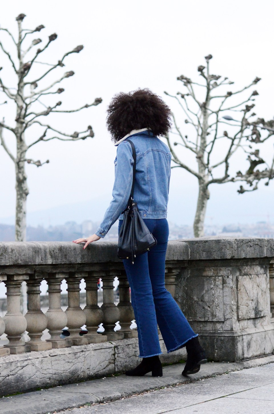 mercredie-blog-mode-geneve-suisse-blogueuse-bloggeuse-jean-flare-selected-sfena-aldo-stefi-boots-topshop-denim-jean-jacket-levis-turtle-neck-black