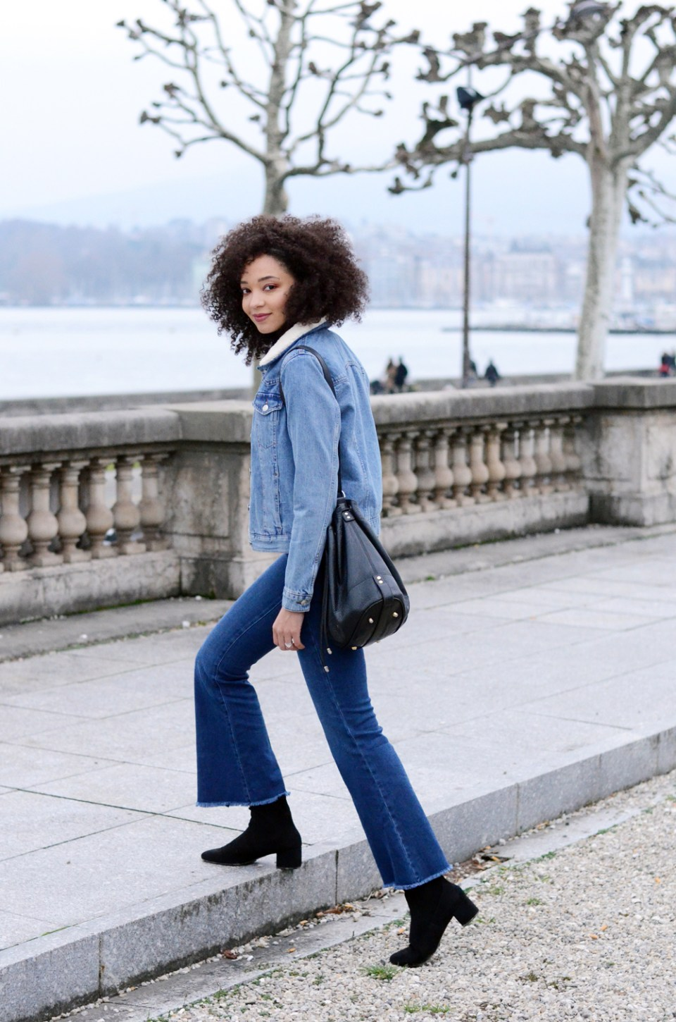 mercredie-blog-mode-geneve-suisse-blogueuse-bloggeuse-jean-flare-selected-sfena-aldo-stefi-boots-topshop-denim-jean-jacket-levis-turtle-neck-black4