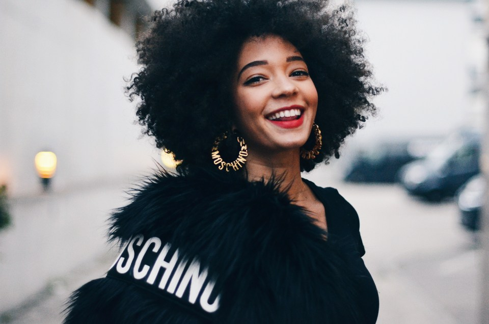 mercredie-blog-mode-fashion-blogger-suisse-geneve-geneva-switzerland-jacket-fur-fake-hm-tv-moschino-collection-afro-natural-curly-hair2