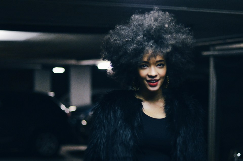 mercredie-blog-mode-fashion-blogger-suisse-geneve-geneva-switzerland-jacket-fur-fake-hm-tv-moschino-collection-afro-natural-curly-hair6