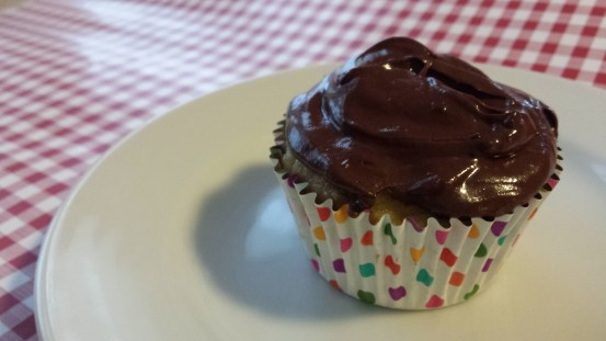 Every cupcake needs some icing. Here is the companion to my Sour Cream Vanilla Cupcakes. This makes enough to frost a dozen cupcakes. It is low carb, sugar free, and a THM S.